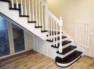 Как покраска лестницы из дерева поможет украсить интерьер Вашего дома